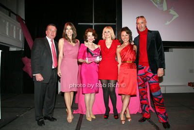 Al Smith, Elizabeth Hurley, Evelyn H. Lauder, Marisa Acocella Marchetto, Robert Verdi photo by R.Cole for   Rob Rich © 2009 robwayne1@aol.com 516-676-3939