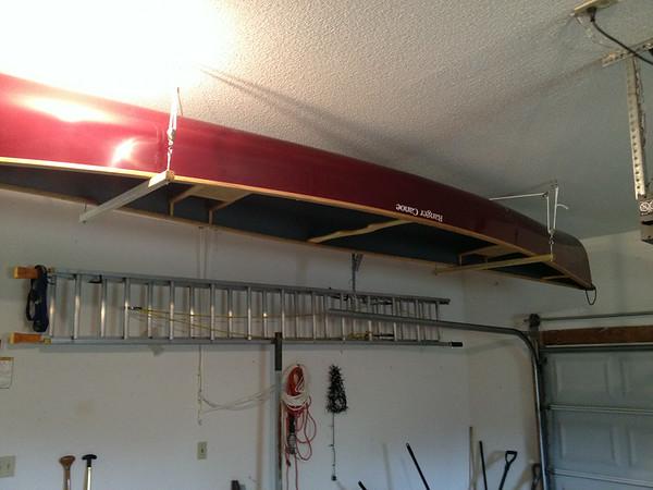 Canoe hoist