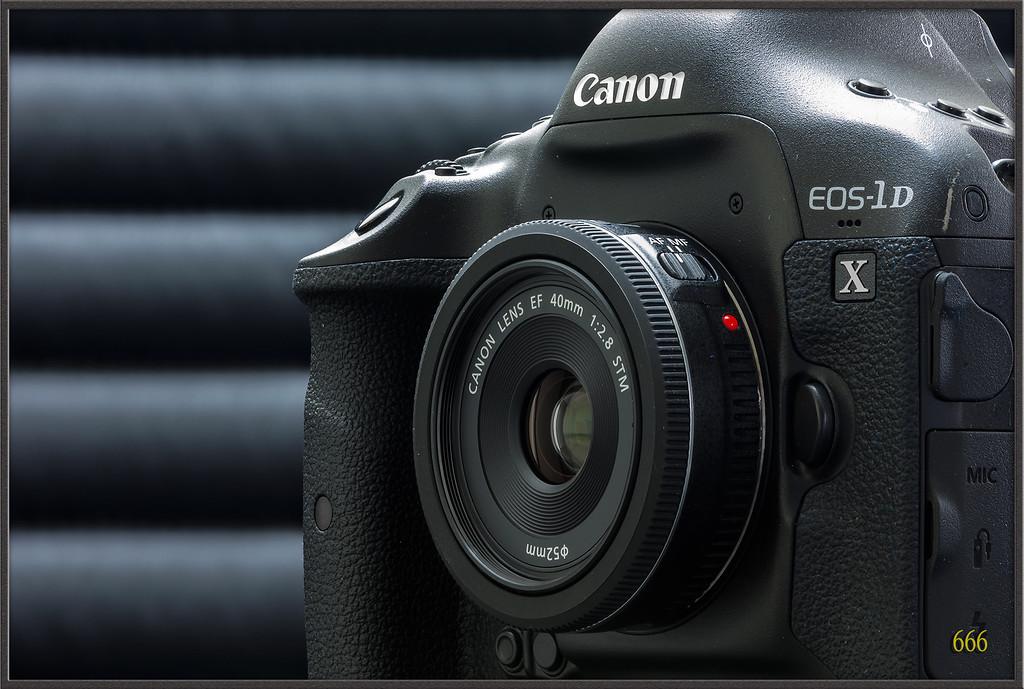 IMAGE: http://photos.corbi.eu/Other/Canon-EF-40mm-F28-STM/i-J8sjSBM/0/XL/40F2.8%20-%202%20copie-XL.jpg
