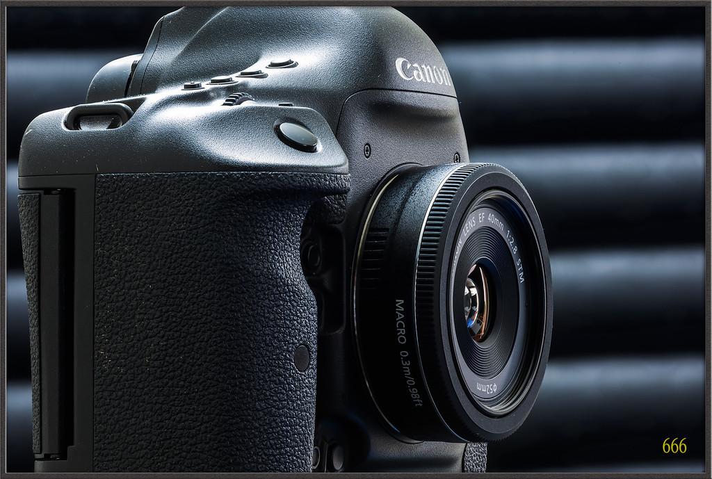 IMAGE: http://photos.corbi.eu/Other/Canon-EF-40mm-F28-STM/i-P3Bc5FR/0/XL/40F2.8%20-%201%20copie-XL.jpg