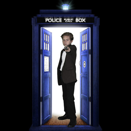 background is from: http://haveageekasm.com/wp-content/uploads/2010/11/tardis_open_by_vashar23-d5eday7-1024x1024.jpg