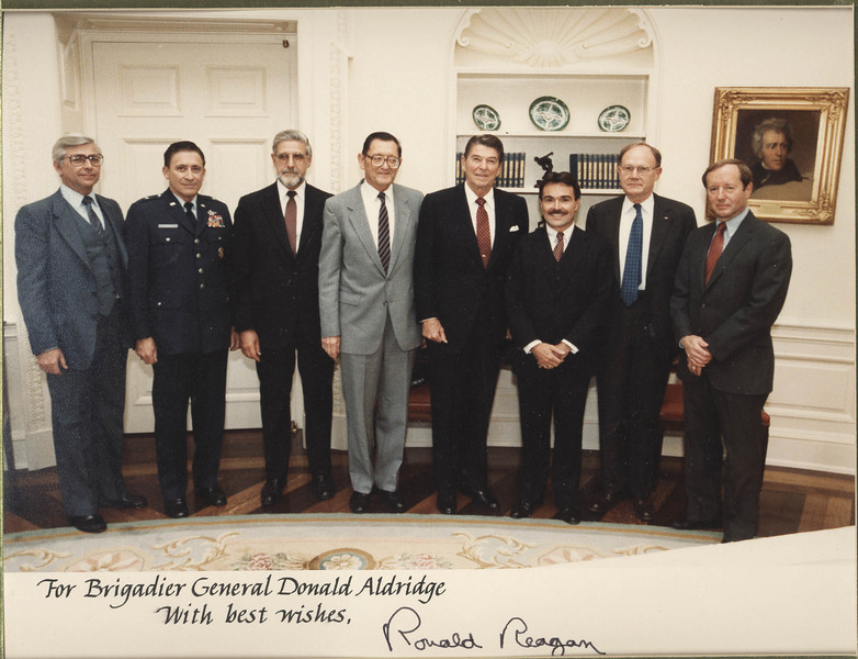 21_US_START_Delegation_OvalOffice_with President Reagan