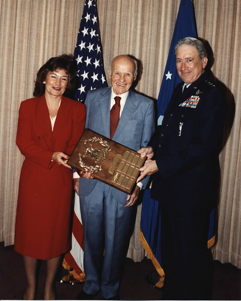 33_1990 ZuckertAward Secretary Zuckert and UnderSecretary of the Air Force