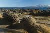 Areniscas erosionadas en una plataforma de abrasión, al fondo Ceuta y el Jebel Musa