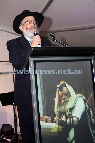 13/12/09. Chanukah in Caulfield Park 2009. Rabbi Joseph Gutnick. Photo: Peter Haskin