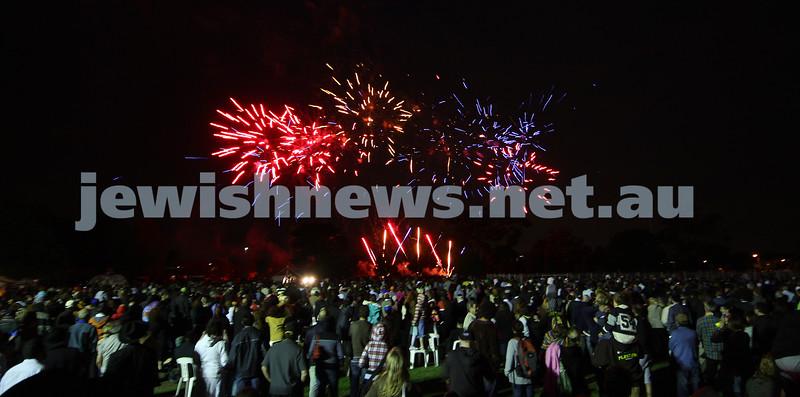 13/12/09. Chanukah in Caulfield Park 2009. Fireworks. Photo: Peter Haskin