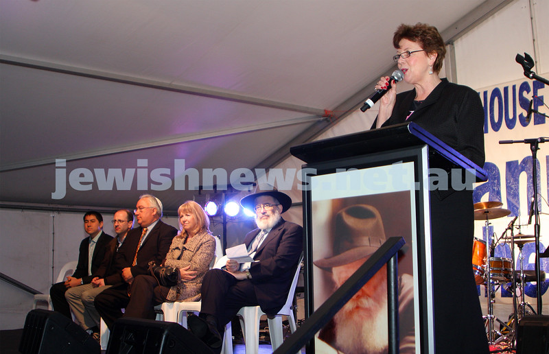 13/12/09. Chanukah in Caulfield Park 2009. Helen Shardey. Photo: Peter Haskin