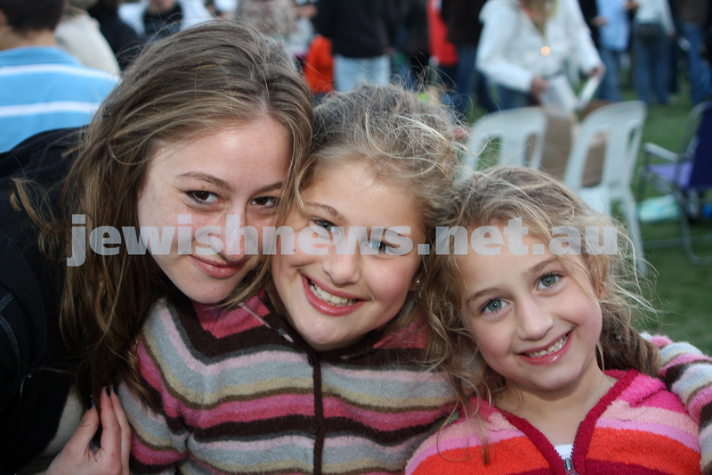 13/12/09. Chanukah in Caulfield Park 2009. From left: Chaye, Chavi and Chana Block. Photo: Peter Haskin