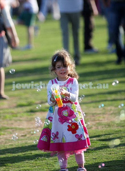 Chanukah in Caulfield Park 2009. Girl with bubble gun. photo: Peter Haskin