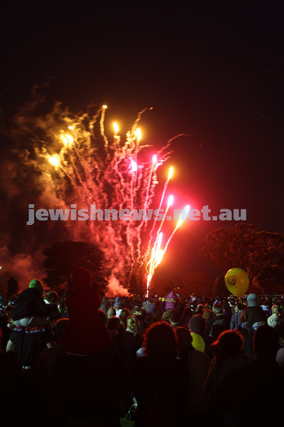 13/12/09. Chanukah in Caulfield Park 2009. Fireworks. Photo: Peter Haskin