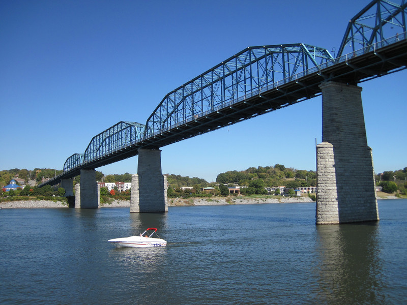 Bridge across the Tennessee River in downtown Chattanooga, TN