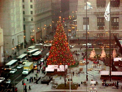 Chicago visit 0  Pretty Red Christmas Tree