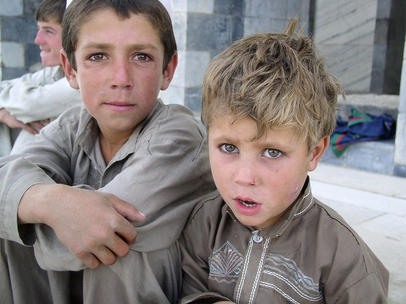 These 2 children were at the King's Tomb. The little one is about 3, beautiful Afghani eyes ! See next one .