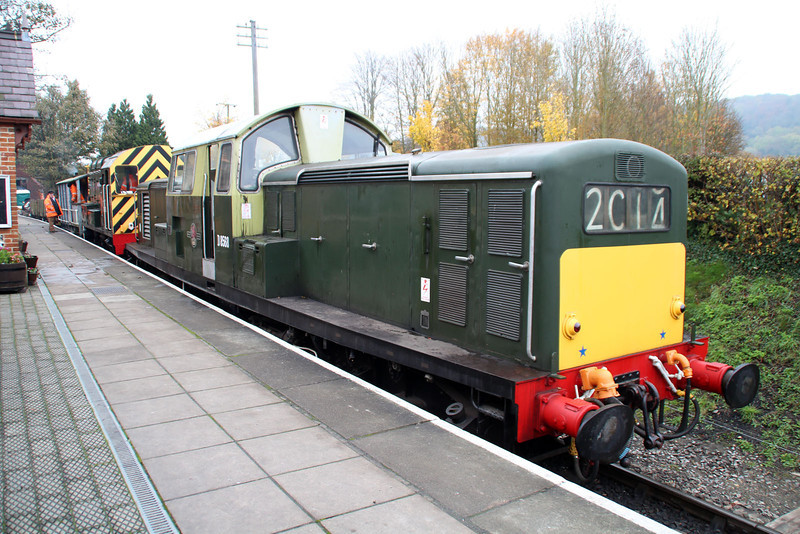 Class 17 Clayton D8568 atop D3018 awaiting to depart on an engineers train.
