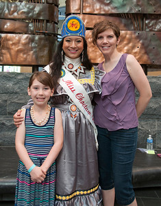 Eden and Sara Foley grab a picture with Miss Choctaw Nation, Cheyenne Murray.