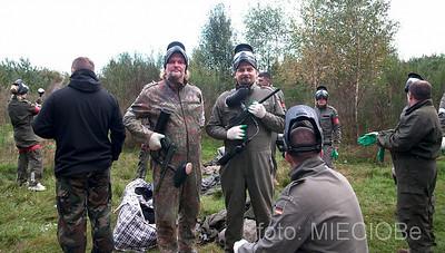 nie sposób niezauważyć również profesjonalizmu w trzymaniu broni przez Miecia, ewidentnie miał on do czynienia z polowaniami.....