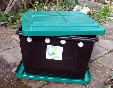 City worm bin with lid, bottom tray and air vents.