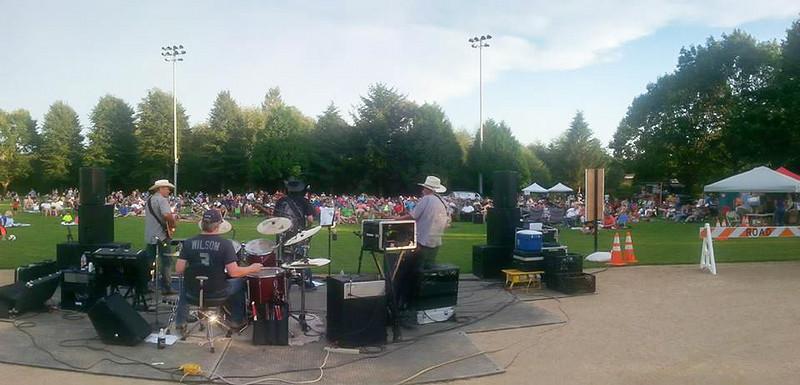 800 people Bothel Parks Concert