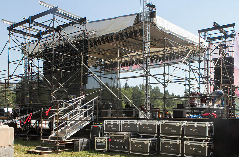 sm-Back-of-stage-at-Festival-on-the-river