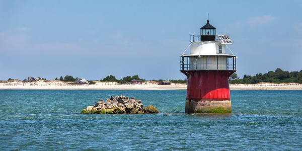 Bug Light with Cottages 9 2