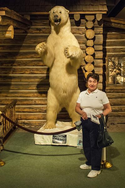 Lorna and Mr Polar Bear at Cody Museum_DOA7315