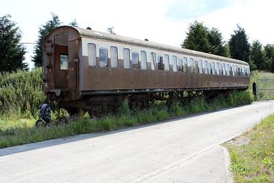 Former DEMU Coach 60678 from set 205033 at Pale Pitt Farm, Latchingdon Road   11/06/11