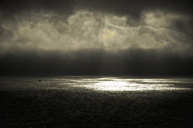Hugues Mug - Crepuscular Ray over the sea  - http://