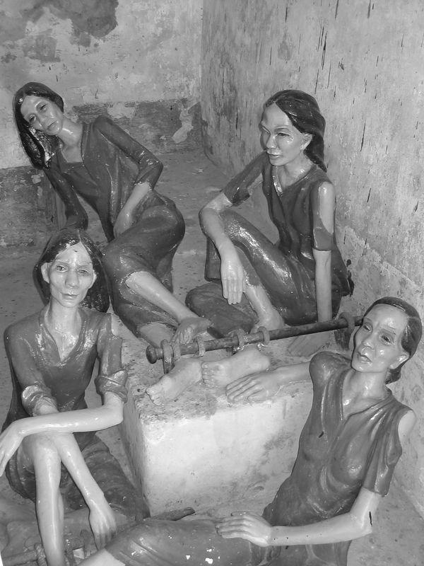 female incarcerated mannequins