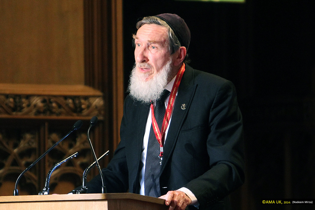 "Rabbi Professor Daniel Sperber, representing the Chief Rabbi of Israel addressed Hazrat Mirza Masroor Ahmad as the 'Khalifa of Islam' and said:<br /> <br /> ""Humankind in the world are not its masters but its custodians. Let us return to the simple notion of faith and the sanctity of God."""