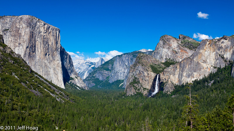 Tunnel View of Yosemite valley with Bridalveil Fall