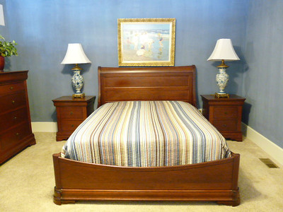 Queen sleigh bed:  $395 $$$SOLD$$$ Very minor wear, if any. (Mattress offered separately)