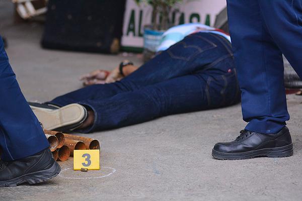 Slugs found near the body of Kalunasan Barangay Councilor Ruel Mabano .   ( AMPER CAMPAÑA  7 10 2018 )
