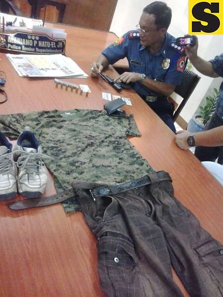Acting Cebu City Police Office (CCPO) Director Mariano Natuel Jr.  points to the caliber 45 pistol confiscated from the suspect in the killing of the Cebu traffic enforcer. The ammunition clip is supposed to contain 10 bullets but the police only confiscated seven live bullets left. (Photo by Armie Garde of Sunnex)