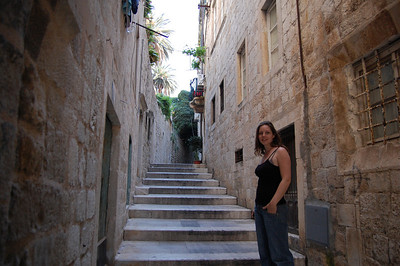 Wandering off and getting lost away from the few tourists in the town. A labyrinth of pretty streets (and more cats!)