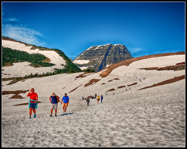 Hidden Lake hike route at Logan Pass Visitor Center.