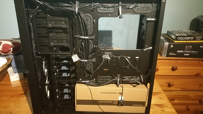 Rats nest of cables - Phanteks Enthoo Primo