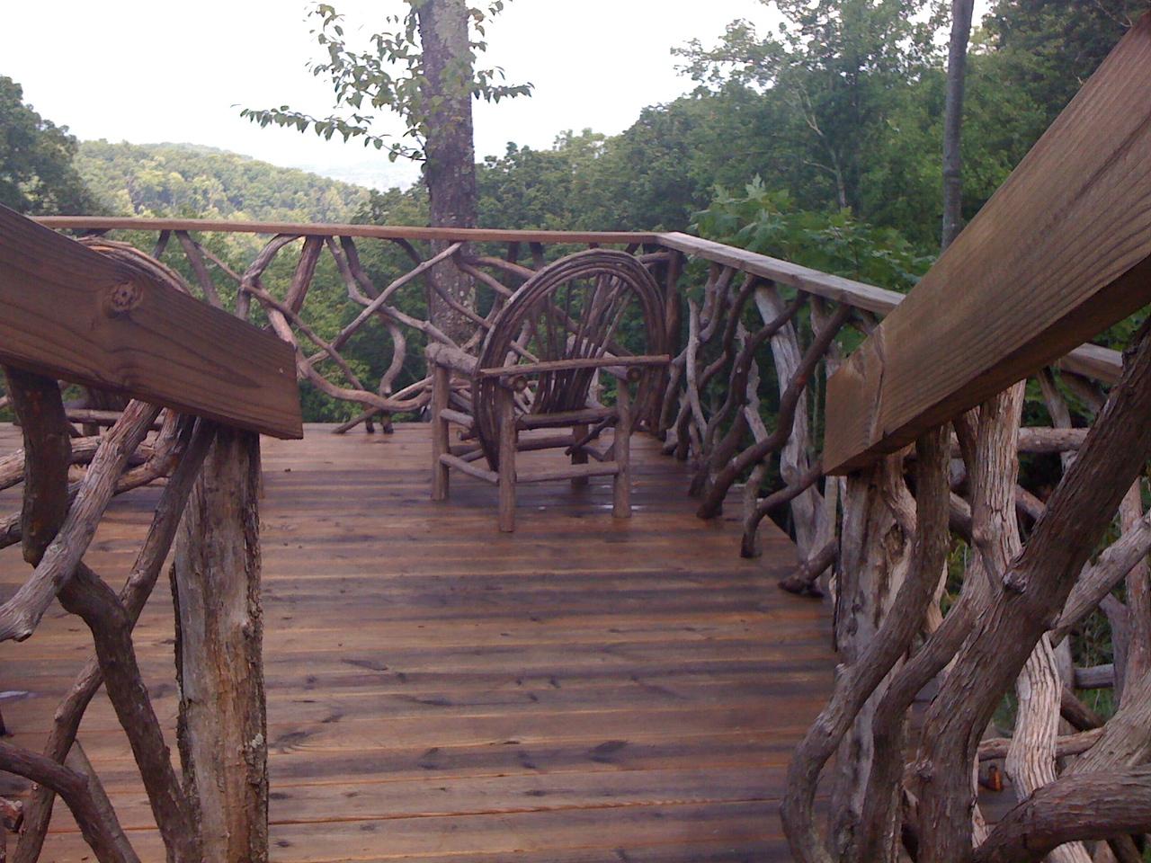 Observation deck with laurel railing