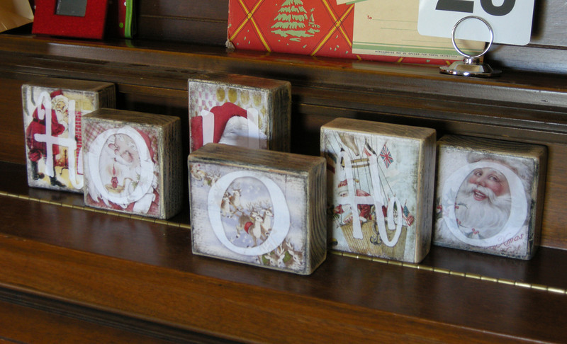 Wooden blocks/distressed white, with color antique Santa pictures