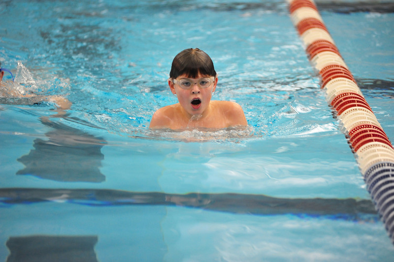 ISO 3200, no flash. This is an indoor pool with very poor lighting. This camera certainly is impressive.