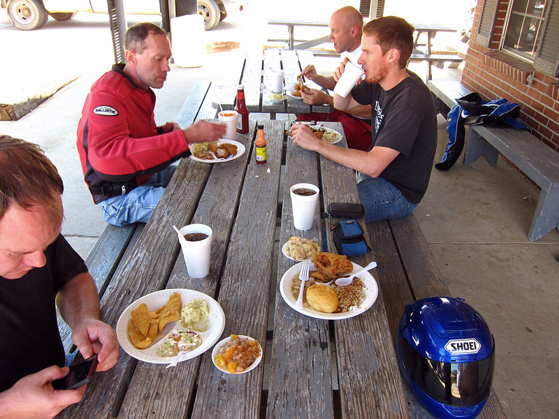 Lunch at the Texaco station in Woodville, MS.  Mmmmm, home cookin'.