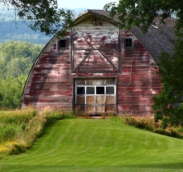Random great all american barn on our travels, upper Wisconsin. Barns are one of those things when you see them you throw on the brakes....my passengers sometimes wonder if im out of my mind....but then you come home with a shot like this.