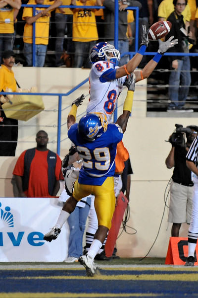 Oct. 24, 2008; San Jose, CA, USA; Boise State wide receiver Austin Pettis (87) catches a touchdown pass over San Jose State cornerback Christopher Owens (29) during the first quarter at Spartan Stadium in San Jose, CA. Mandatory Credit: Daniel R. Harris-US PRESSWIRE