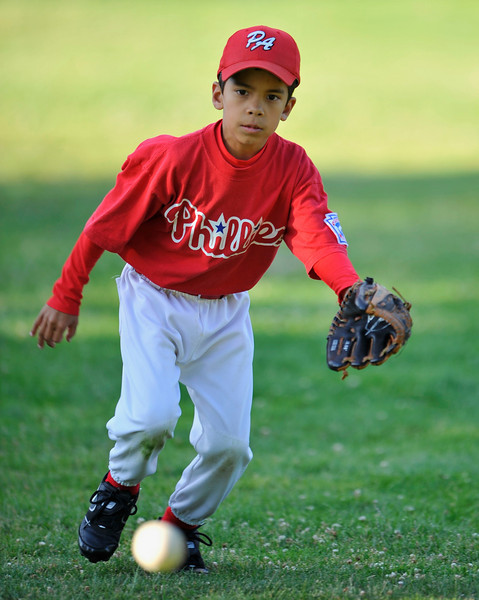 29 May 2008:  Pablo Burgos in coach pitch action at Juana Briones Park in Palo Alto, California.