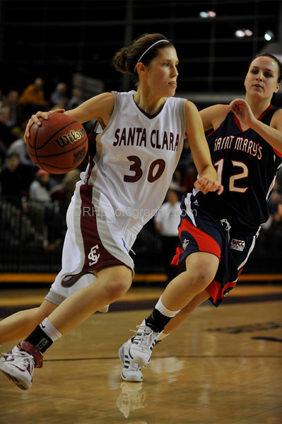 12 January 2008 <p><p>  Elizabeth Doran during Santa Clara's 74-71 loss to the St. Mary's Gaels at the Leavey Center in Santa Clara, CA.  The women's game is a different animal with less action above the rim, but more passing and shooting.