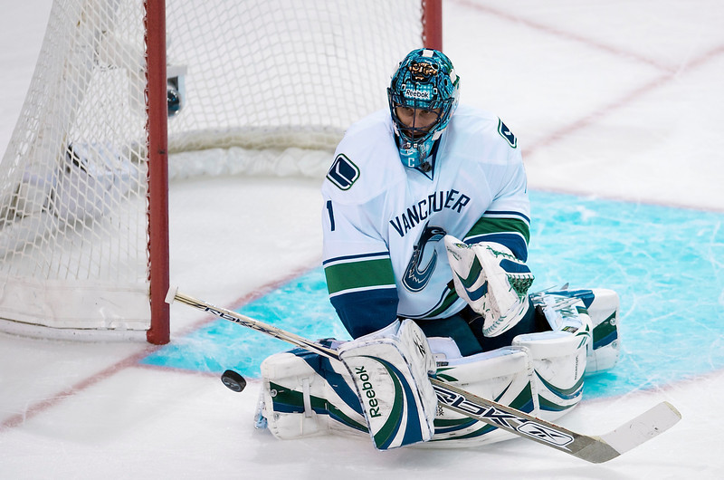 20 January 2009:  Vancouver Canucks goalie Roberto Luongo (1) blocks a shot during the second period of the San Jose Sharks' 2-1 overtime win over the Canucks at HP Pavillion in San Jose, California.  **** Editorial Usage Only *****