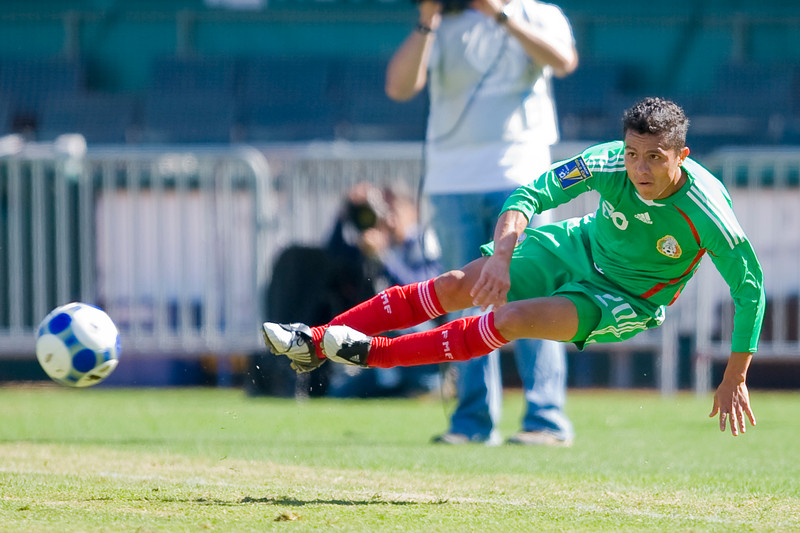 05 July 2009:  Mexico midfielder Israel Martinez (20) during play in the Group C match of the Confederation of North, Central America and Caribbean Association Football Gold Cup at the Oakland-Alameda County Coliseum in Oakland, California.  Mexico defeated Nicaragua 2-0.