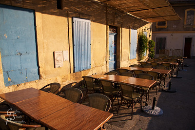 Empty Tables, Arles