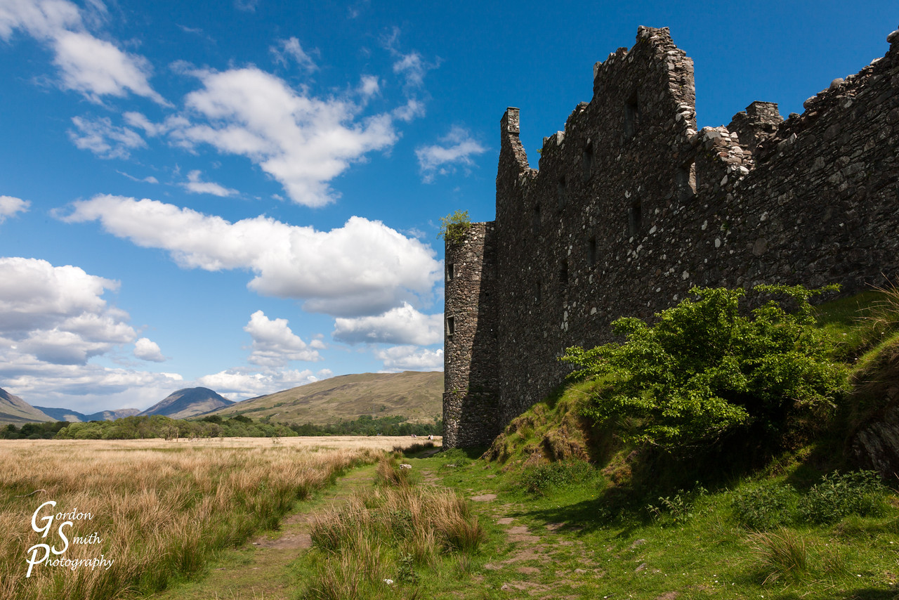 walls of kilchurn castle scotland