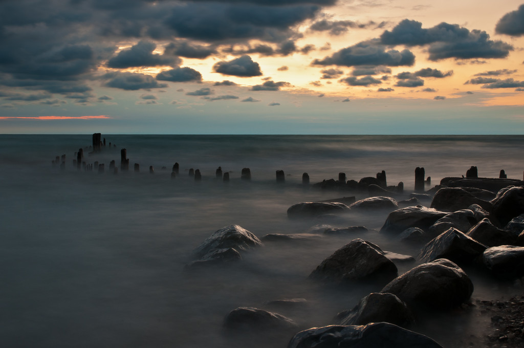 18 Sep 2011 : I have often admired people's long exposures of the ocean – where the sea seems to be a mist.  I was fortunate enough, yesterday morning, to find Lake Michigan in a pretty bad mood – must have been a premonition of the Bears game today.  There were fairly substantial waves, which gave me the opportunity to try the effect myself.  For once, I don't have to do too much processing to get the image I was looking for.