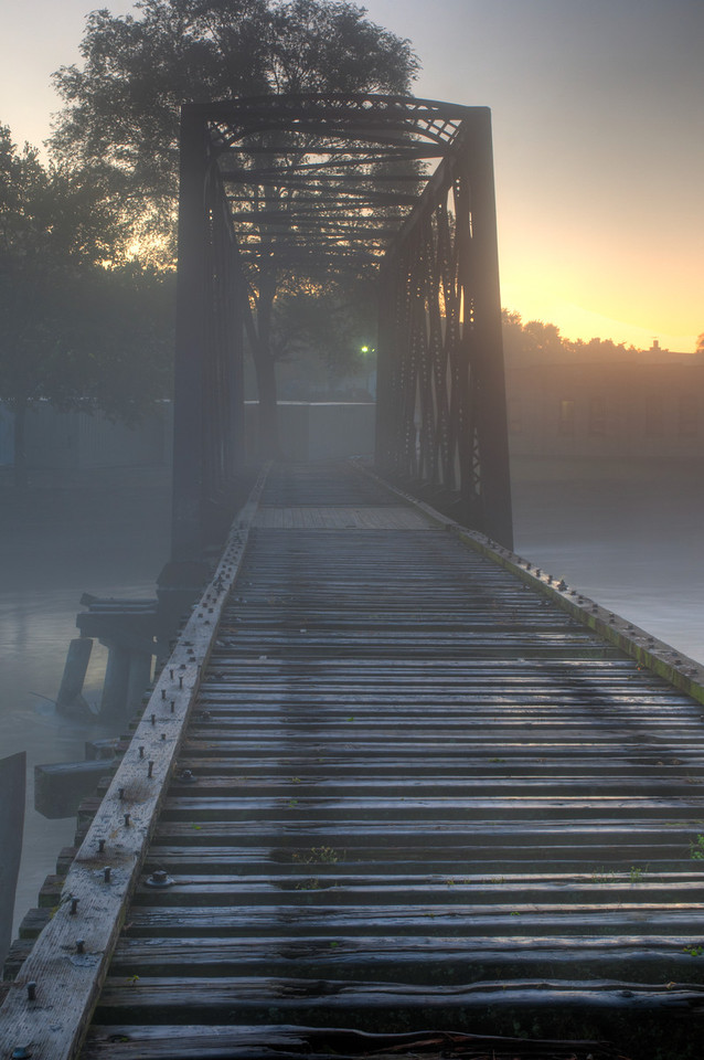 Oct,3rd 2011 : I think that this should be a setting in a Scooby Doo cartoon.  Walking over the bridge had an eerie feeling about it – I expected any number of Ghoulish things to come up out of the river or to materialize out of the mists.